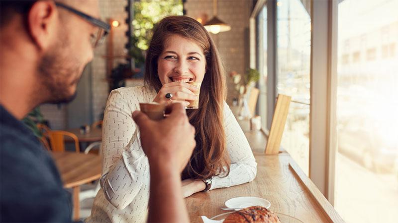 Kávézós randi kettesben