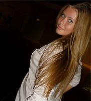 Aranyos lány, aki párra vár