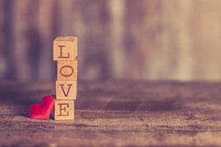 Békéscsabai társkeresők a szerelem szót rakták ki betűkockákból