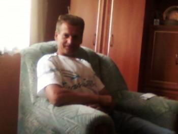 Roberto 44 éves társkereső profilképe