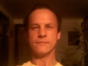 András 51 éves társkereső profilképe