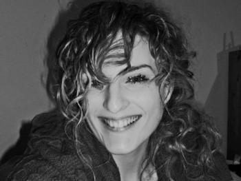 Lili 35 éves társkereső profilképe