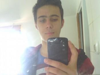 Ádám18 25 éves társkereső profilképe
