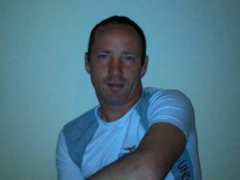 Csabi 37 45 éves társkereső profilképe