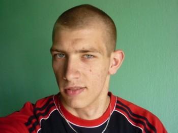 Donát 23 éves társkereső profilképe