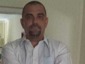 Perzsa 52 éves társkereső profilképe