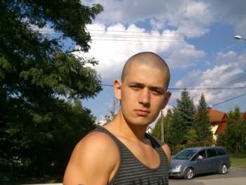 zOOltan 28 éves társkereső profilképe