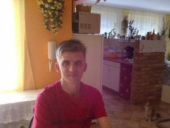 AViktor 36 éves társkereső profilképe