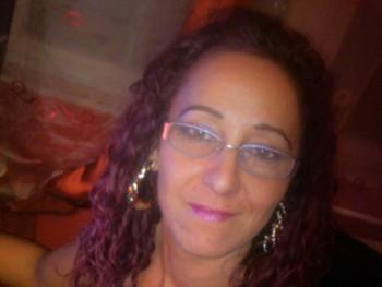 oláh krisztina 43 éves társkereső profilképe