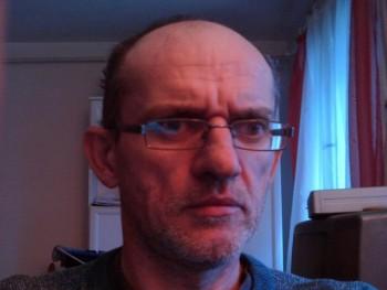 tiba 50 éves társkereső profilképe