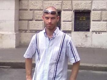 Ista 43 éves társkereső profilképe