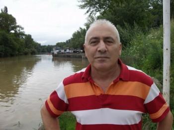 istván 64 éves társkereső profilképe