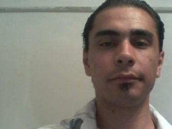 rolee 30 éves társkereső profilképe
