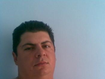 csada 39 éves társkereső profilképe