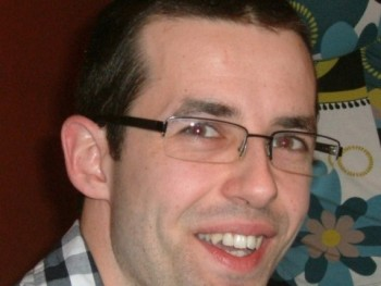 Akos 33 éves társkereső profilképe