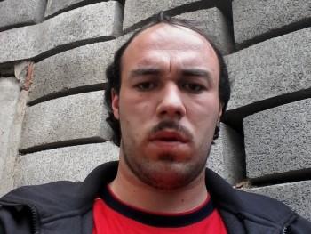 szasza88 33 éves társkereső profilképe