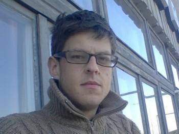 hanzi 32 éves társkereső profilképe