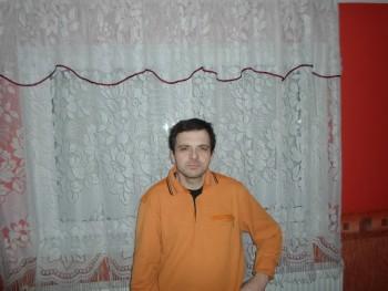 József77 43 éves társkereső profilképe