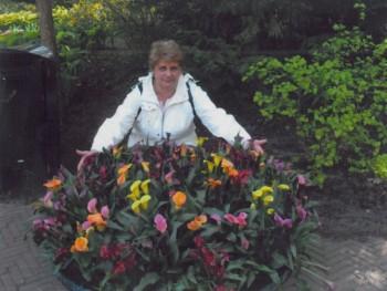 VÉNUSZ 61 éves társkereső profilképe