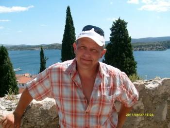 Karesz 66 54 éves társkereső profilképe