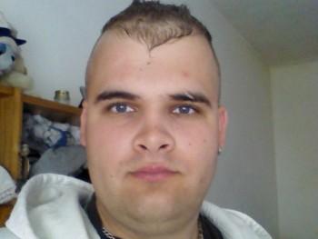 András 24 29 éves társkereső profilképe