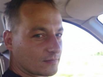 Matkos 37 éves társkereső profilképe