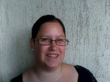 Nia 33 éves társkereső profilképe