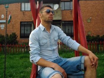 Casanova 24 éves társkereső profilképe