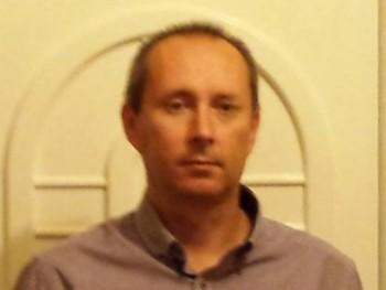 Borsalino 45 éves társkereső profilképe
