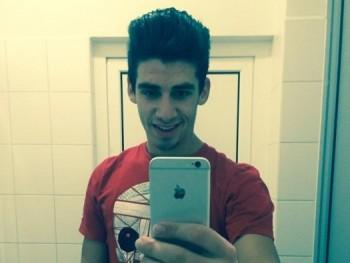 adam23 27 éves társkereső profilképe