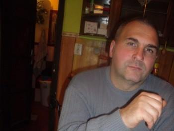 ede072 48 éves társkereső profilképe