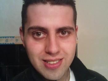 laci880423 32 éves társkereső profilképe