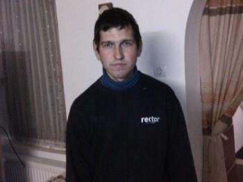 aki 37 éves társkereső profilképe