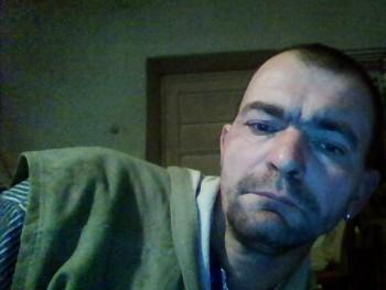 vzsolt 45 éves társkereső profilképe