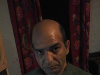 pist 46 éves társkereső profilképe