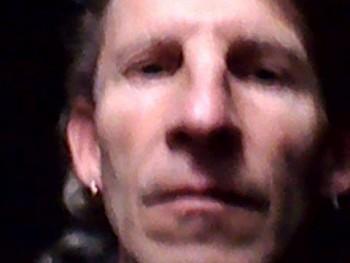 advantech 51 éves társkereső profilképe