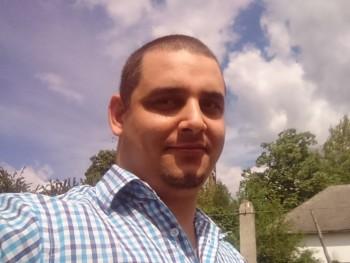 Petros 35 éves társkereső profilképe
