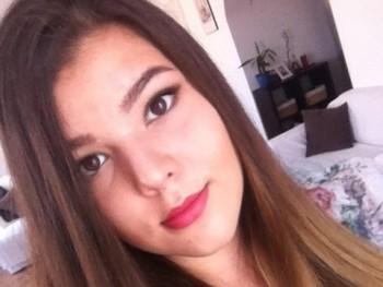 Flóra_ 20 éves társkereső profilképe