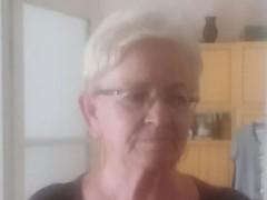 Lilla és Zsófi - 72 éves társkereső fotója