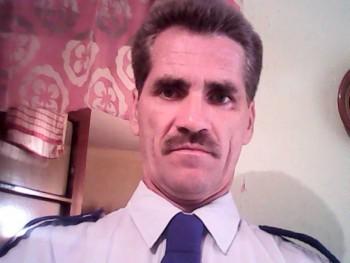 Adonis 47 éves társkereső profilképe