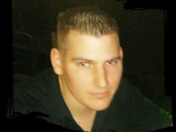 Zooltar 32 éves társkereső profilképe