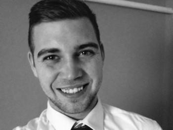 lenarni 24 éves társkereső profilképe