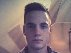Bence19 - 23 éves társkereső fotója