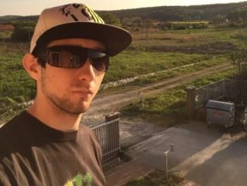 Kovács Ádám 28 éves társkereső profilképe