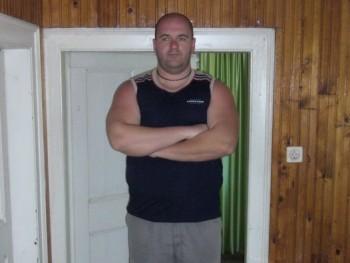 PlSTl 40 éves társkereső profilképe