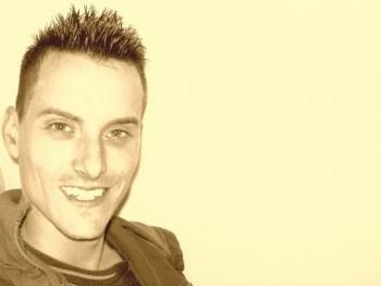 VékonyGergő 34 éves társkereső profilképe