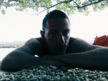 stibro 30 éves társkereső profilképe