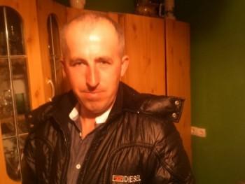 D jános 40 éves társkereső profilképe