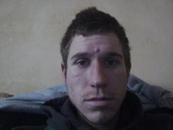 József 006 26 éves társkereső profilképe