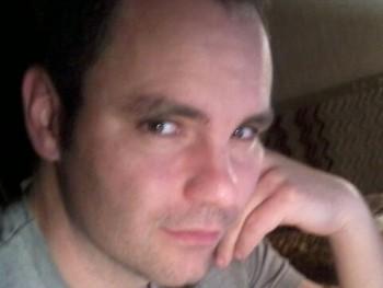 LallR 40 éves társkereső profilképe